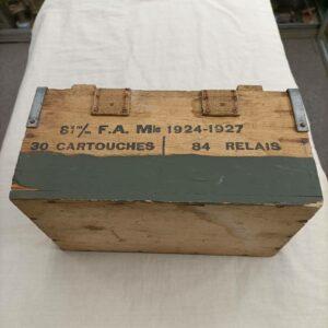 Caisse de relais et cartouches pour obus de mortier de 81mm Français