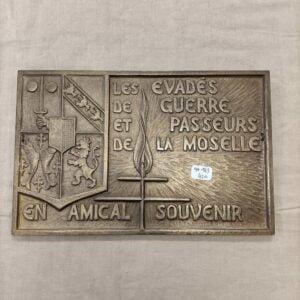 Plaque métal les évadés de guerre et passeurs de la Moselle