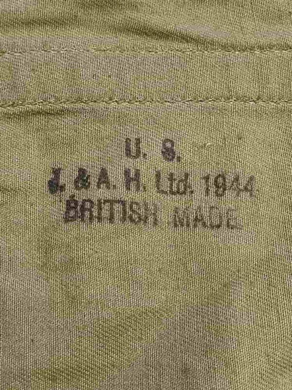"""Triangle pour compléter un havresac US ww2, en excellent état avec ses sangles. Il est daté de 1944 de fabricant """"J & A.H. ltd british made"""""""